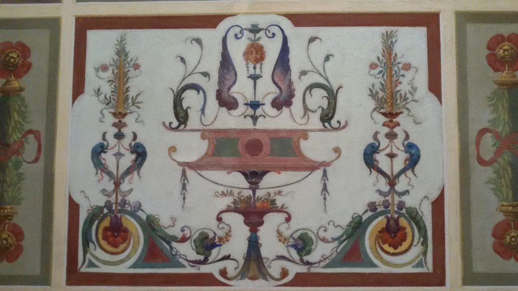 decorazione a grottesca su soffitto