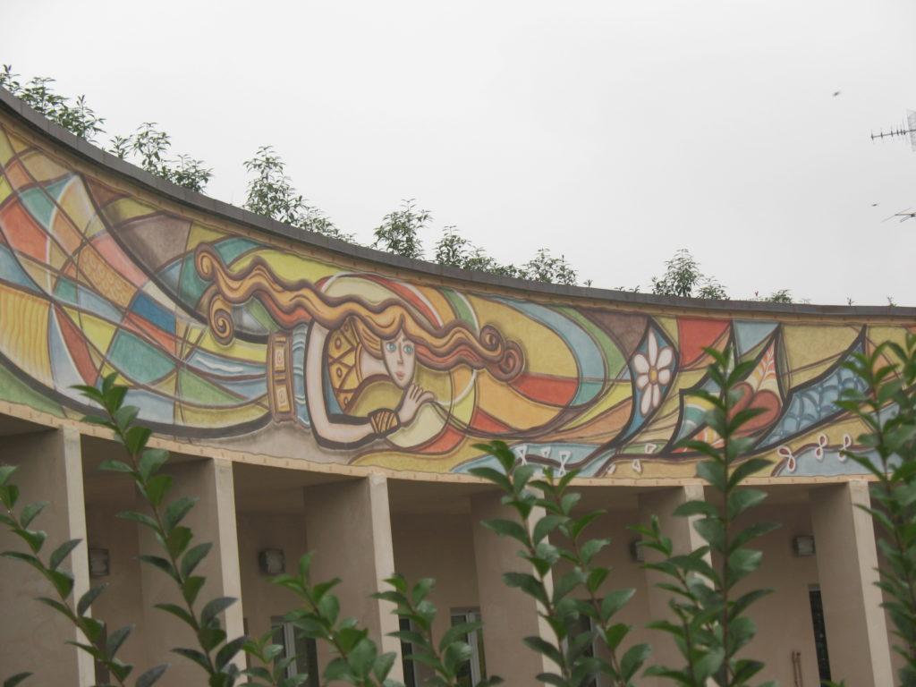 decorazione progettata con bozzetto e realizzata per scuola materna mt 25 x 3,50